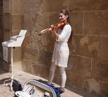 La violinista del Puente. Klara Gomboc