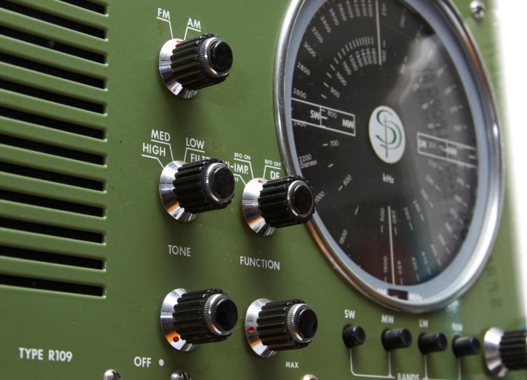 ship-radio-4-1534101-1919x1385